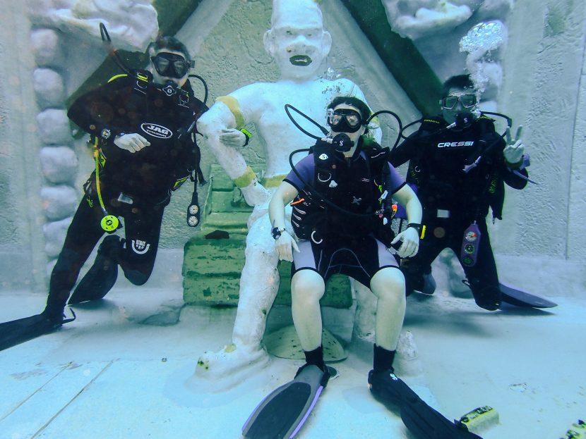 Indoor-Tauchzentrum Reisevorbereitung Ägypten NAUI Rescue-Kurs